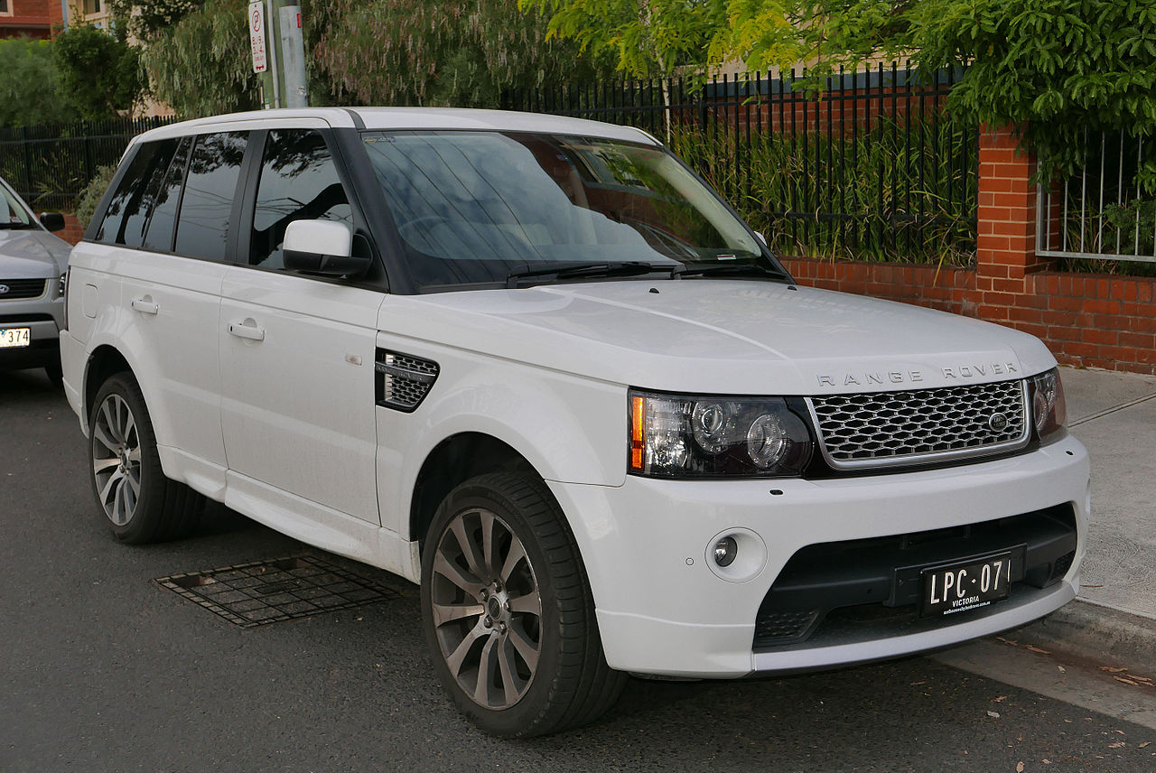 https://upload.wikimedia.org/wikipedia/commons/thumb/f/fa/2011_Land_Rover_Range_Rover_Sport_%28L320_MY12%29_Supercharged_Autobiography_wagon_%282015-11-11%29_01.jpg/1280px-2011_Land_Rover_Range_Rover_Sport_%28L320_MY12%29_Supercharged_Autobiography_wagon_%282015-11-11%29_01.jpg