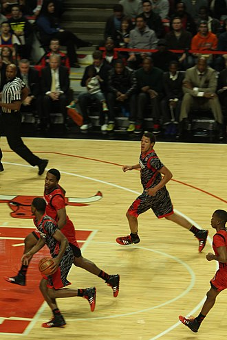 Basketball moves - Image: 20130403 MCDAAG Aaron Gordon alley oop from Aaron Harrison (1)