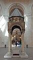 2014 Erywań, Katedra św. Grzegorza Oświeciciela, w środku (02).jpg
