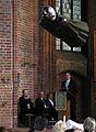 20 Jahre Ambulanter Palliativ- und HospizDienst Hannover Gottesdienst Marktkirche, 01a, Stadtsuperintendent Hans-Martin Heinemann spricht hinter ANTONITER von Ernst Barlach.jpg