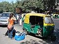 2295 -An autorickshaw in New Delhi (57703000).jpg
