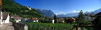 Liechtenstein wine - Image: 3152 3154 Vaduz Blick aus Mitteldorf
