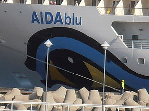 AIDAblu Name Tallinn 1 August 2012.JPG