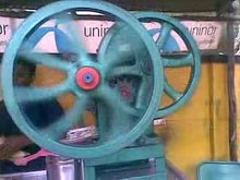 Datei:A video of Sugarcane juice extraction.ogv