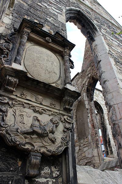 File:Aegidienkirche walls.JPG