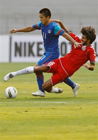 Djelaludin Sharityar - Sharityar in red uniform playing against Sunil Chhetri and India during the 2011 SAFF Championship