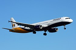 Airbus A321-200 der Monarch Airlines