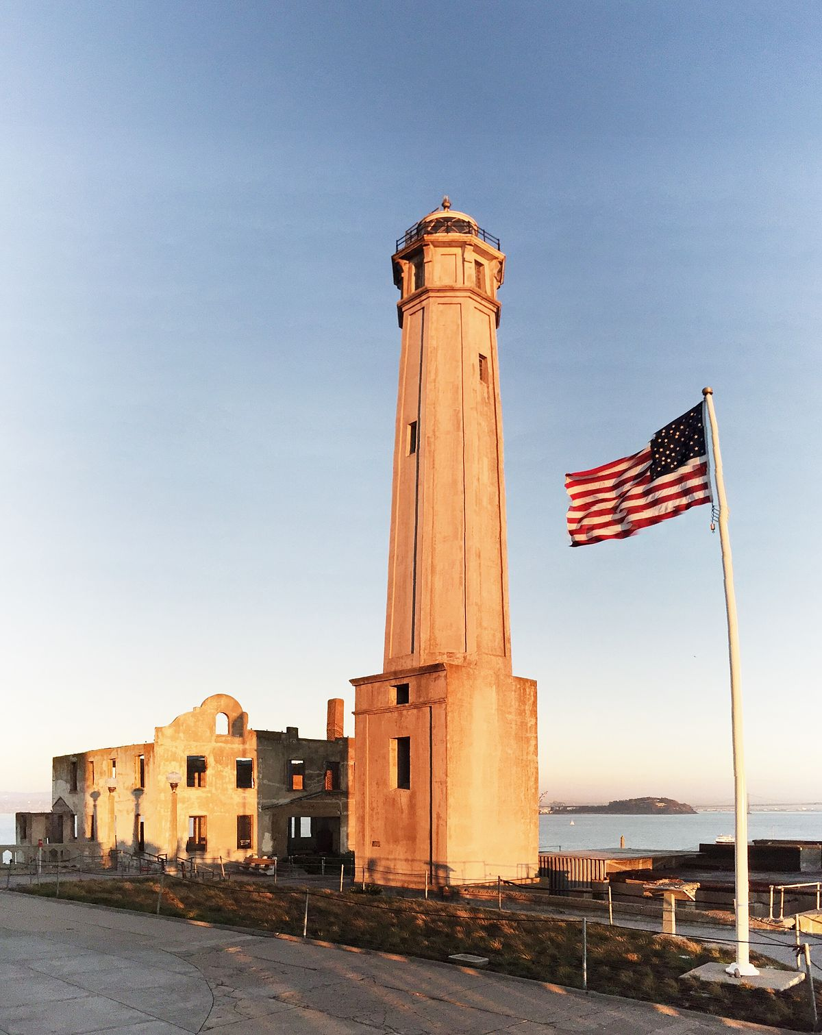 alcatraz island light wikipedia
