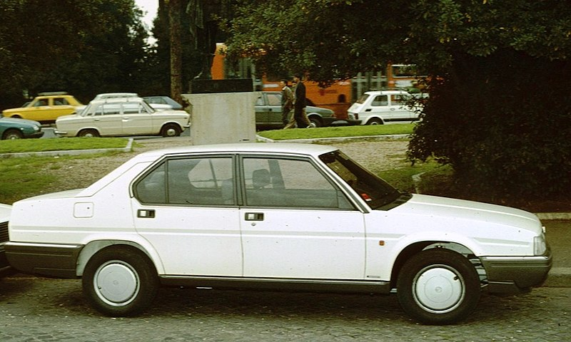 File:Alfa Romeo 90 Pza Venezia.jpg