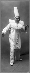 Amadeo Bassi, full-length portrait, standing, facing right, in clown (Pagliacci?) costume LCCN89710067.jpg