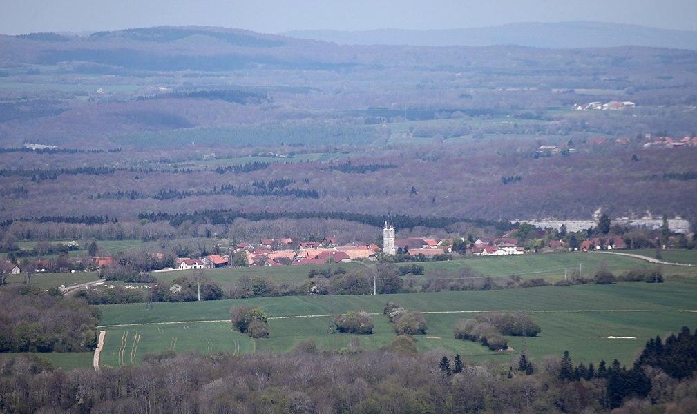 Vue d'Amancey (Doubs) depuis la butte de Montmahoux.