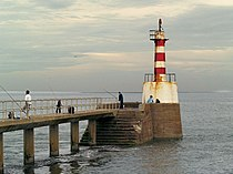 Amble south pier lighthouse. - geograph.org.uk - 497379.jpg