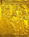 Ankhesenamun offering flowers to Tutankhamun.jpg