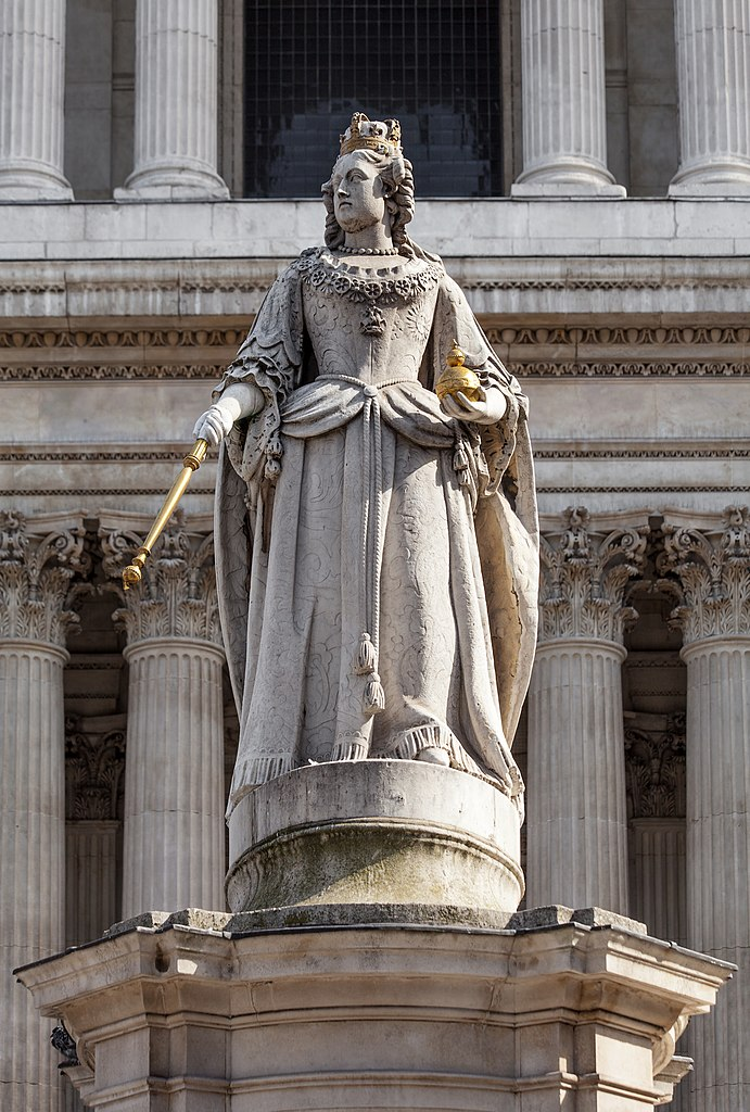 File:Anne of Great Britain, St Paul's Cathedral, London ...