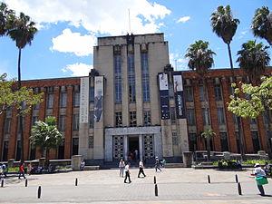 Museum of Antioquia - Image: Antigua alcaldia de Medellin, hoy en dia funciona el museo de Antioquia. Medellin, Colombia