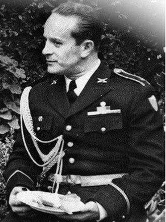 Jacobo Árbenz - Árbenz in uniform in 1945