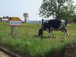 Artaise-le-Vivier - Entry to the village