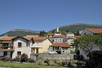 Aspres-sur-Buëch - A view of Aspres-sur-Buëch, with the clock tower overlooking the village