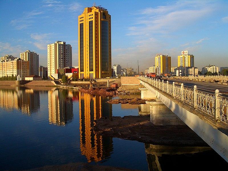File: Astana embankment-construction-7803.jpg