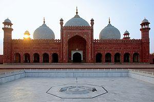 Fidai Khan Koka - Image: Badshahi Mosque in the evening