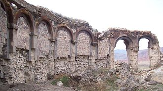 Bana cathedral - The arched outer wall of the ambulatory