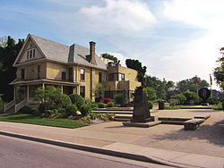 Banting House July 2013(retouched).jpg