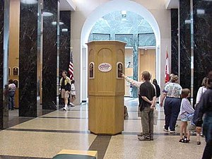 National Baseball Hall of Fame and Museum - Plaque Gallery in 2001. The central pillar is for the newest (2000) inductees at the time.