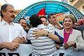 Bauru - SP - Dilma recebe abraço de popular em caminhada (4775141501).jpg