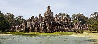 Bayon - Image: Bayon, Angkor Thom, Camboya, 2013 08 17, DD 37
