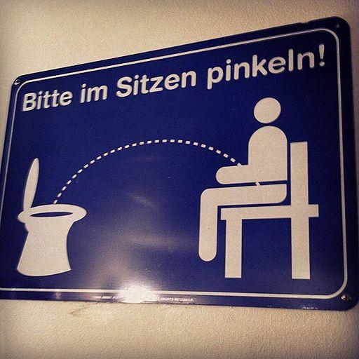 Bitte im Sitzen pinkeln! (7006671539)