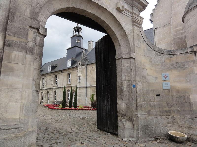 Blérancourt (Aisne) Hôtel de Fourcroy, porche