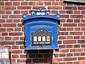 Blauer Briefkasten in Lauenburg - panoramio.jpg