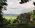 Blick vom Pfarrberg an dem kleinen Fachwerkhaus vorbei über den Werratalsee in Richtung Schwebda - Meinhard-Grebendorf - panoramio.jpg
