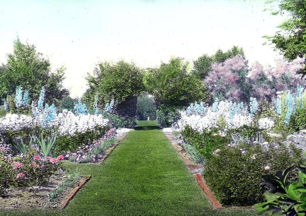 File:Brewster Place, Lake Forest, IL – a formal garden showing ...