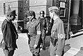 Bundesarchiv Bild 101I-680-8283A-27A, Budapest, ungarische Soldaten vor Verteidigungsministerium.jpg