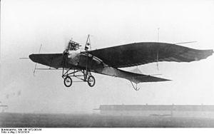 Bundesarchiv Bild 146-1972-003-64, Flugzeug Rumpler-Taube nach dem Start.jpg