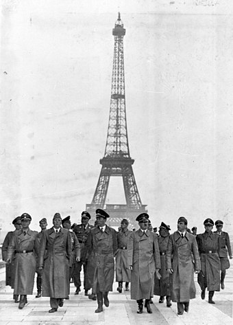 Hitler in Paris, 30 July 1940 Bundesarchiv Bild 183-H28708, Paris, Eifelturm, Besuch Adolf Hitler.jpg