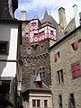 Burg Eltz-Innenhof.JPG
