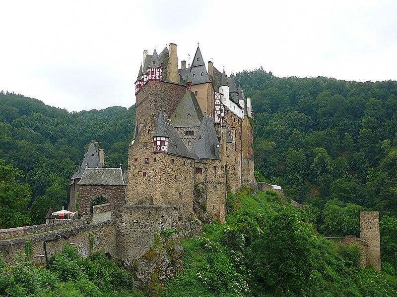 File:Burg Eltz 01.jpg
