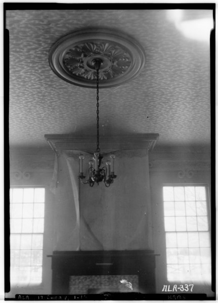 File:CEILING CENTER IN PARLOR, N.E. ROOM - Cunningham Plantation, Old Memphis Road (Gaines Trace Road), Cherokee, Colbert County HABS ALA,17-CHER.V,1-16.tif