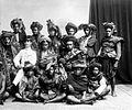 COLLECTIE TROPENMUSEUM Een groep dorpshoofden uit Soemba TMnr 10005878.jpg