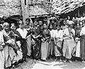 COLLECTIE TROPENMUSEUM Groepsportret van Toradja-meisjes tijdens een dans op een feest TMnr 10000845.jpg