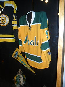 220px-California_Golden_Seals_jersey_at_