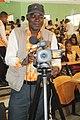 Cameraman ivoirien en activité 05.jpg