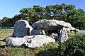 Carnac, chodbový hrob v Kermariu - panoramio.jpg