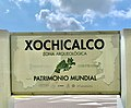 Cartel de bienvenida a la Zona Arqueológica de Xochicalco.jpg