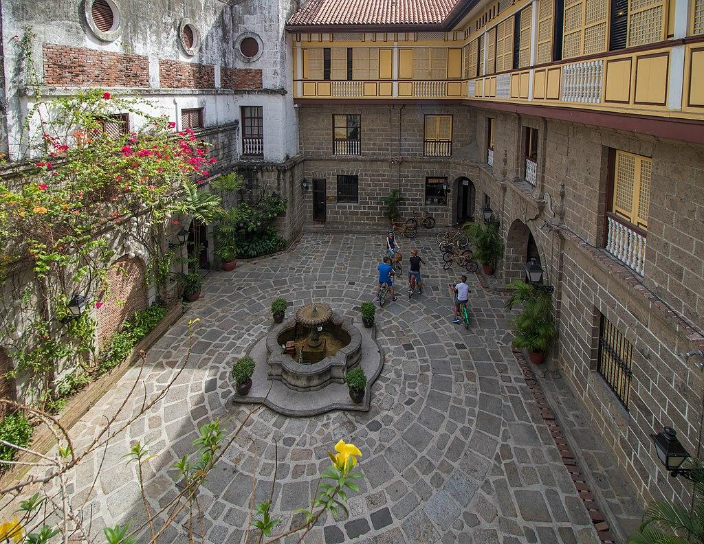Casa Manila Courtyard (34126888952)