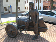 Monumento dedicato a Nuvolari a Castel d'Ario