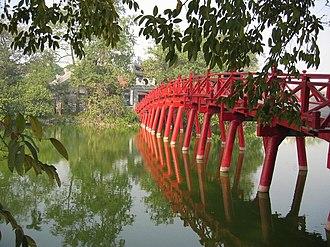 Hoàn Kiếm District - Image: Cau The Huc (Pont du soleil levant)