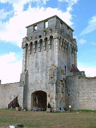 Château de Druyes - The château de Druyes gatehouse (interior view)